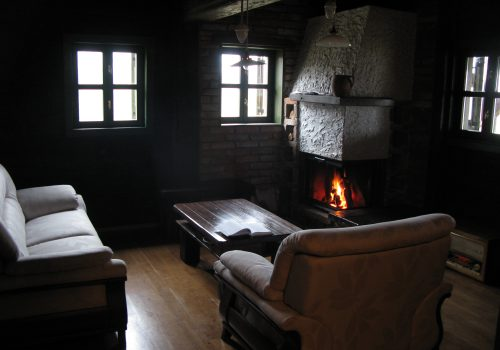 The atmosphere in front of the open fireplace